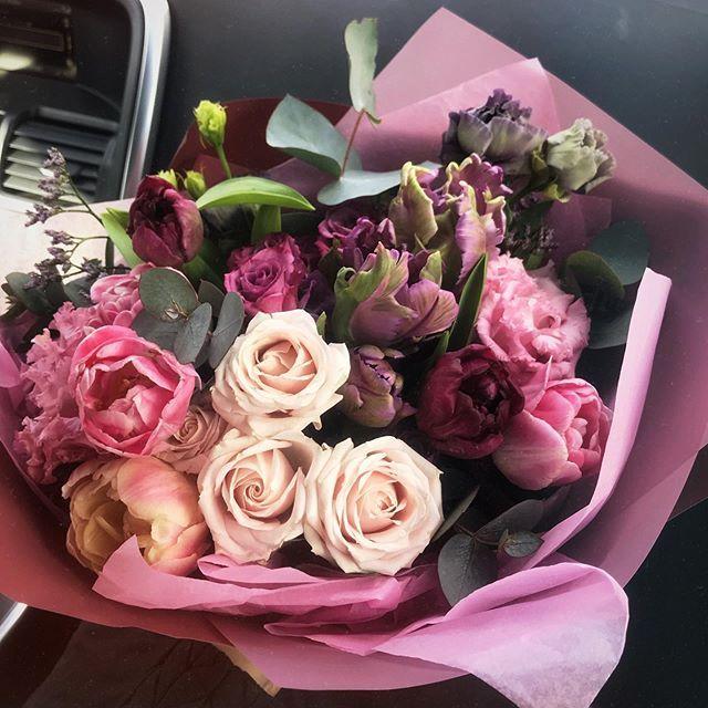 Встреча в аэропорту с цветами